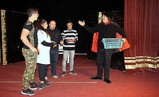 İskele Belediye Tiyatrosu'ndan çocuk oyunu