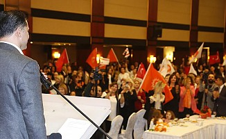 UBP'li kadınlar Girne'de gövde gösterisi yaptı