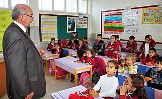 Özyiğit'den Girne'ye 2 okul müjdesi...