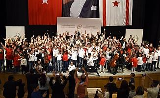 Cumhurbaşkanlığı Senfoni Orkestrası, çocuklarla birlikte sahne aldı