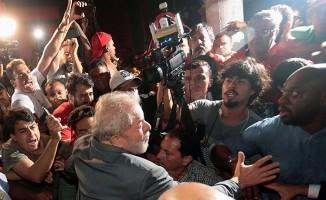 Lula da Silva federal polise teslim oldu.
