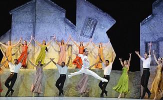 Zorba Balesi Girne'de sahnelendi...