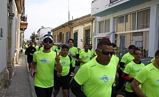 Kıbrıslı Türk ve Rumlar başkent Lefkoşa'da birlikte koştu.