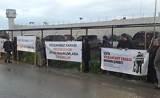Vicdani Ret İnisiyatifi Merkezi Cezaevi önünde eylem yaptı