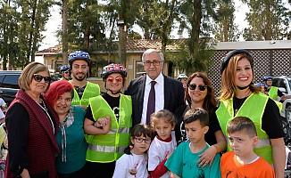 Akıncı, bisiklet sürüşüne katılan çocuklarla biraraya geldi
