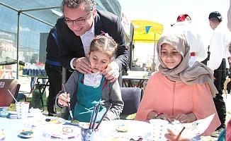 Erhürman ve eşi Bahar Gülleri Çocuk Şenliği'ne katıldı