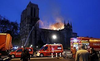 Notre Dame Katedrali 8.5 saatte söndürüldü