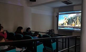 Özel gereksinimli bireyler sinemayla buluşturuldu
