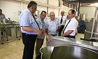 Çavuşoğlu, Arsal Gıda ile Dağlı Ltd'i ziyaret etti