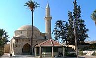 Hala Sultan Tekkesi'nde mezarın örtüsü çalındı...