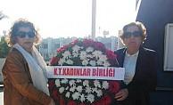 Kadınlar Birliği'nden Atatürk Anıtı'na çelenk