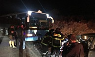 Öğrenci taşıyan otobüs kaza yaptı