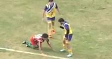 Genç futbolcu sahada öldü!