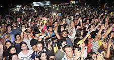 DAÜ 21.BAHAR FESTİVALİ MUHTEŞEM ATHENA KONSERİ İLE SON BULDU