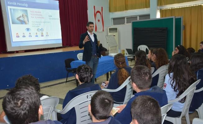 Okullarda güvenli internet seminerleri verildi