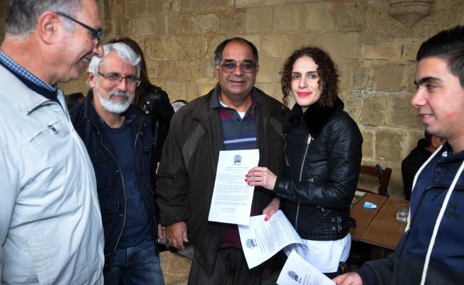 Sınır kapılarında Kıbrıslı Türklere bildiri