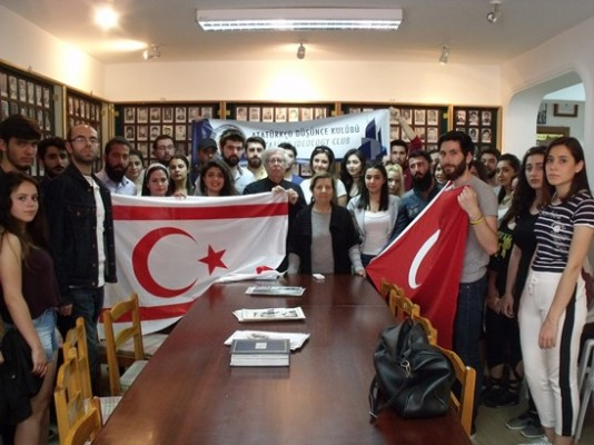 Atatürkçü Düşünce Kulübü'nden Şehit Aileleri'ne ziyaret etti.