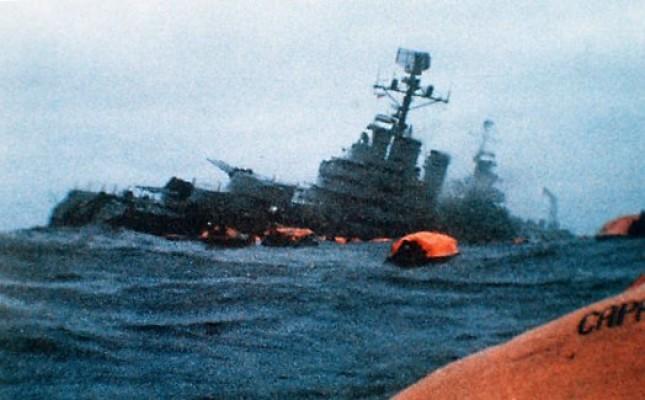 Rus savaş gemisi, yük gemisi ile çarpıştı