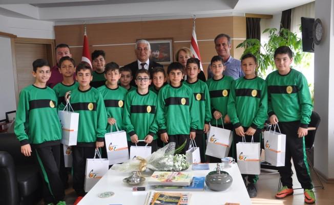 Şampiyonlar Özçınar'ı ziyaret etti