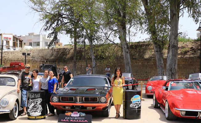 Gün klasik otomobillerin...