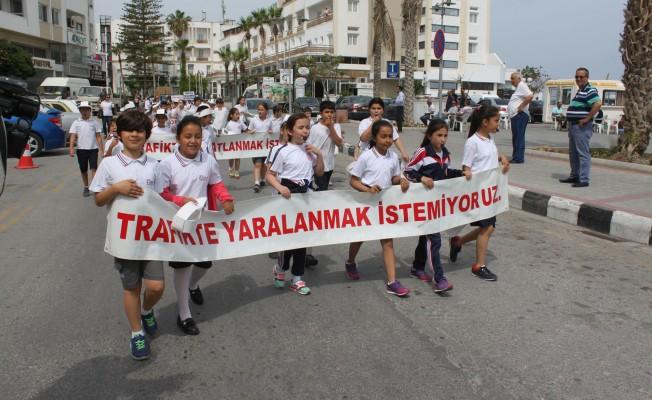 """""""Trafikte Beni Farket"""" yürüyüşü gerçekleştirildi"""