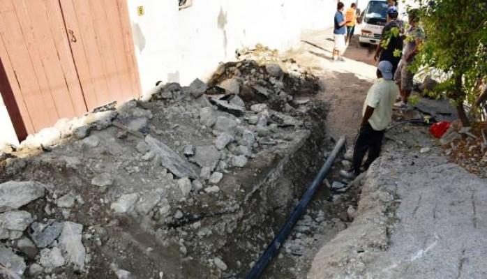 Beylerbeyi'nde su boruları yenileniyor