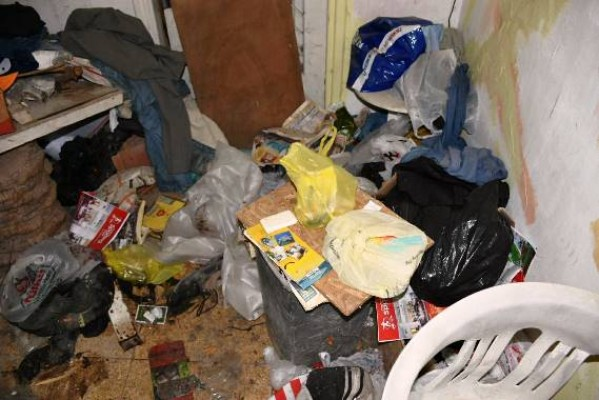 Girne'deki çöp ev temizlendi