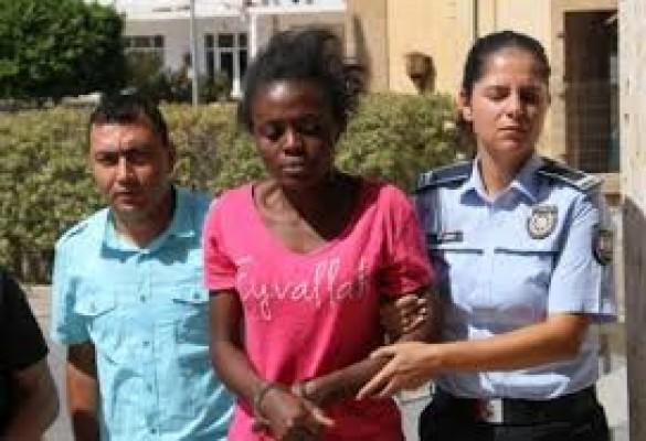 Kamerunlu kadına Dev-İş sahip çıktı...