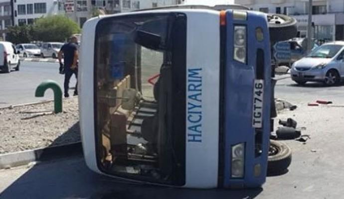 Otobüs ile minibüs çarpışınca...