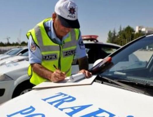 Trafikte 963 sürücüye ceza kesildi