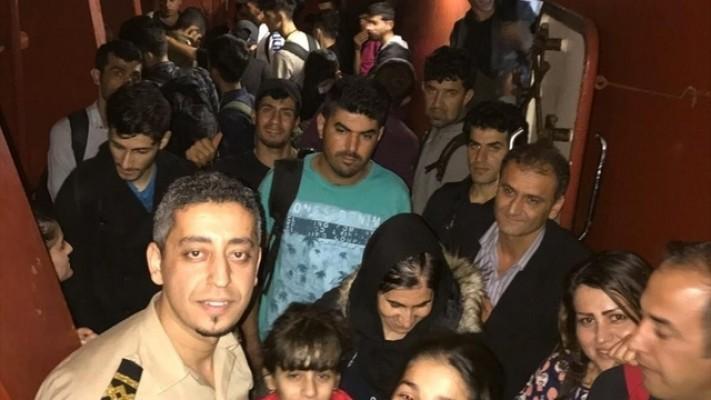 Akdeniz'de 75 göçmeni kurtardı