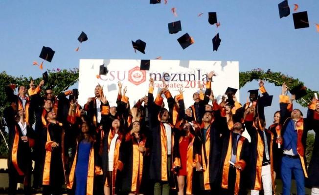 Kıbrıs İlim Üniversitesi'nde mezuniyet sevinci