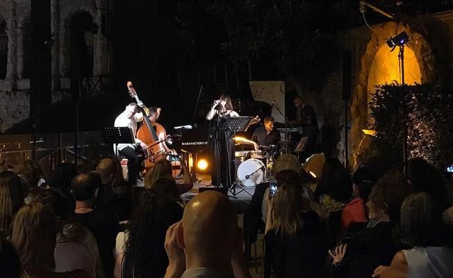 Roma Müzik Festivalinde Rüya Taner konser verdi