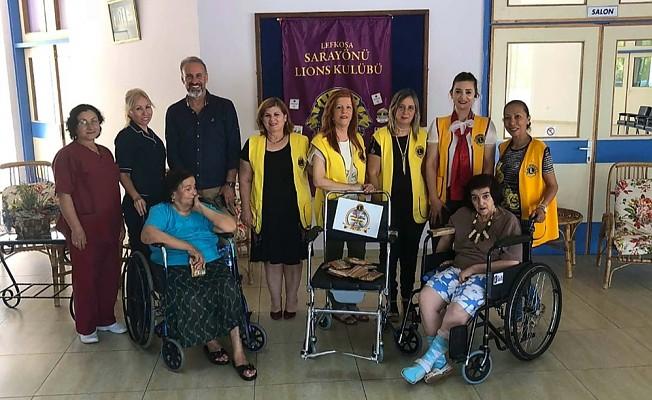 Sarayönü Lions'tan tekerlekli sandalye bağışı