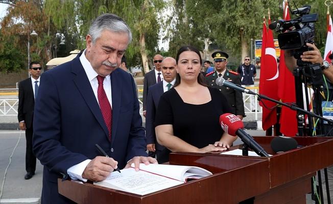 Atatürk Anıtı'nda tören düzenlendi