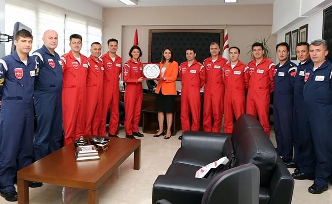 Baybars Türk Yıldızlarını kabul etti.