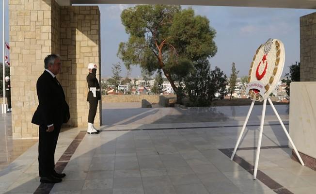 Dr. Fazıl Küçük Anıtı'nda tören düzenlendi.