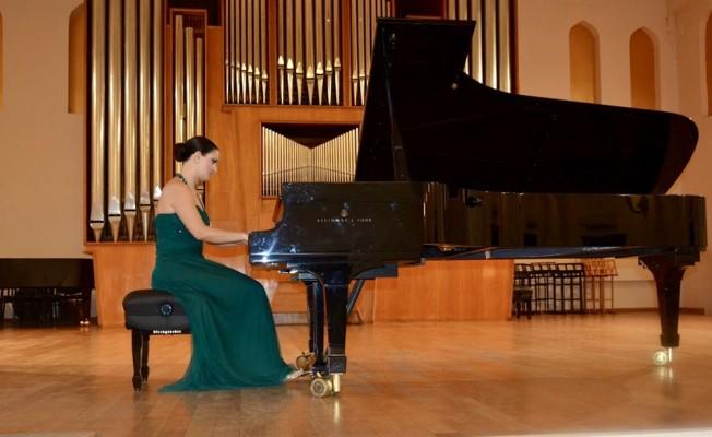 Kıbrıslı Türk piyanist Bakü'de resital verdi