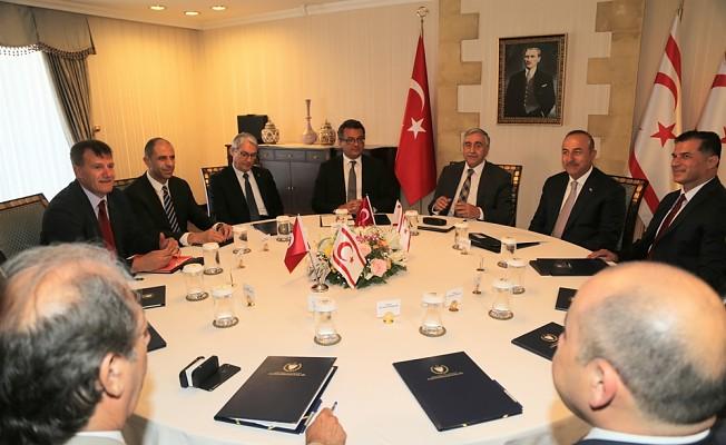 Siyasi parti temsilcileri Cumhurbaşkanlığı'ndaki toplantıda bir araya geldi.