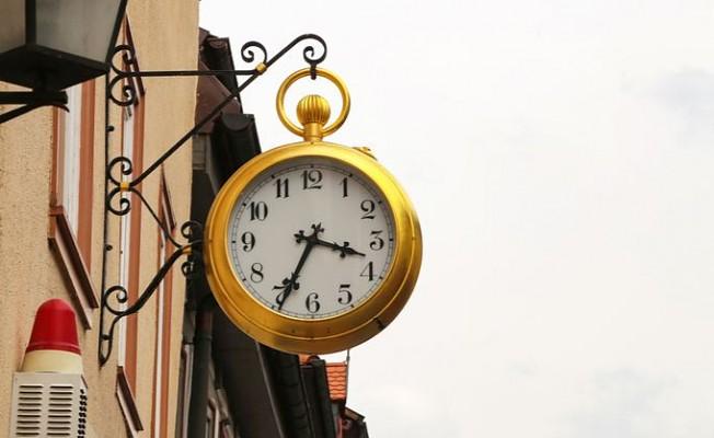 AB yaz saati uygulamasını tartışıyor