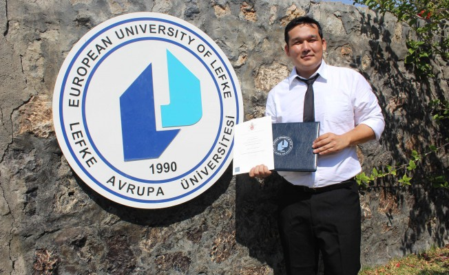 LAÜ öğrencisinin çift diploma sevinci