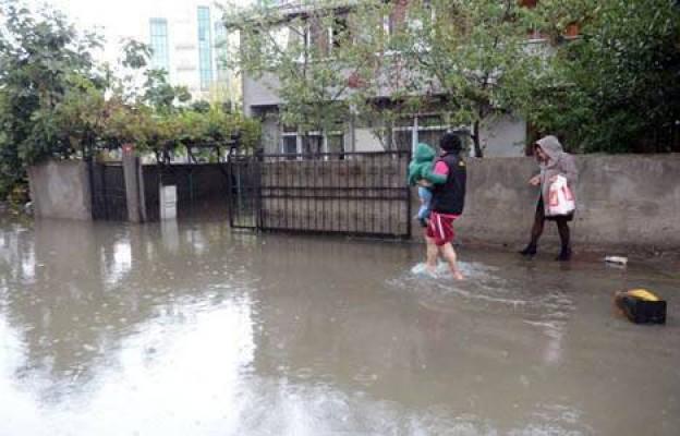 Lefkoşa'nın güneyi de yağış kurbanı