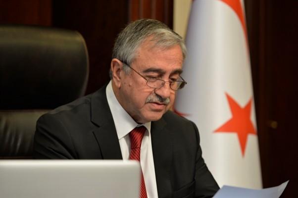 """""""Kıbrıs'ta iki bağımsız devlet gelecekte de mümkün görünmüyor"""""""
