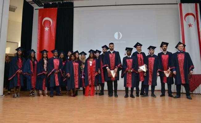 YDÜ Turizm Fakültesi öğrencileri diplomalarını aldı