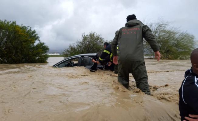 Çok sayıda araç sular altında kaldı!