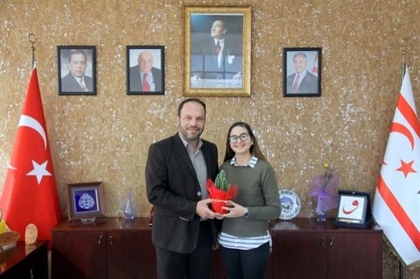 Genç müzisyenden Sadıkoğlu'na teşekkür ziyareti