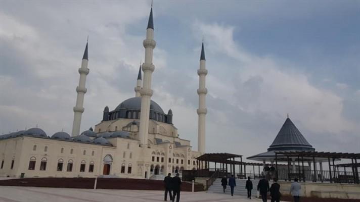 Hala Sultan Camii ibadete açıldı...