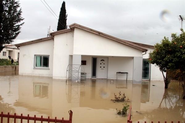 Taşkent'te metrekareye 235 Kg yağmur düştü