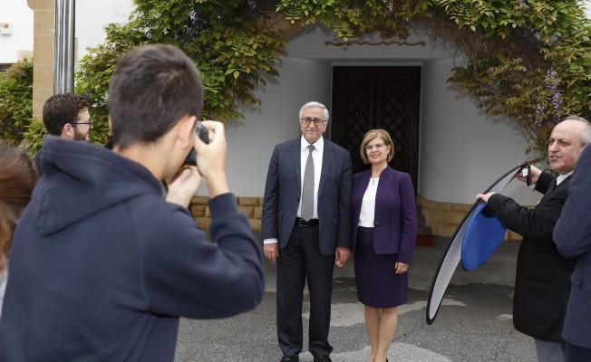 AML öğrencileri, Akıncı ve eşinin fotoğrafını çekti