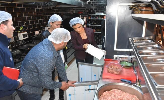 Girne'deki gıda işletmelerine gece baskınları yapılıyor...